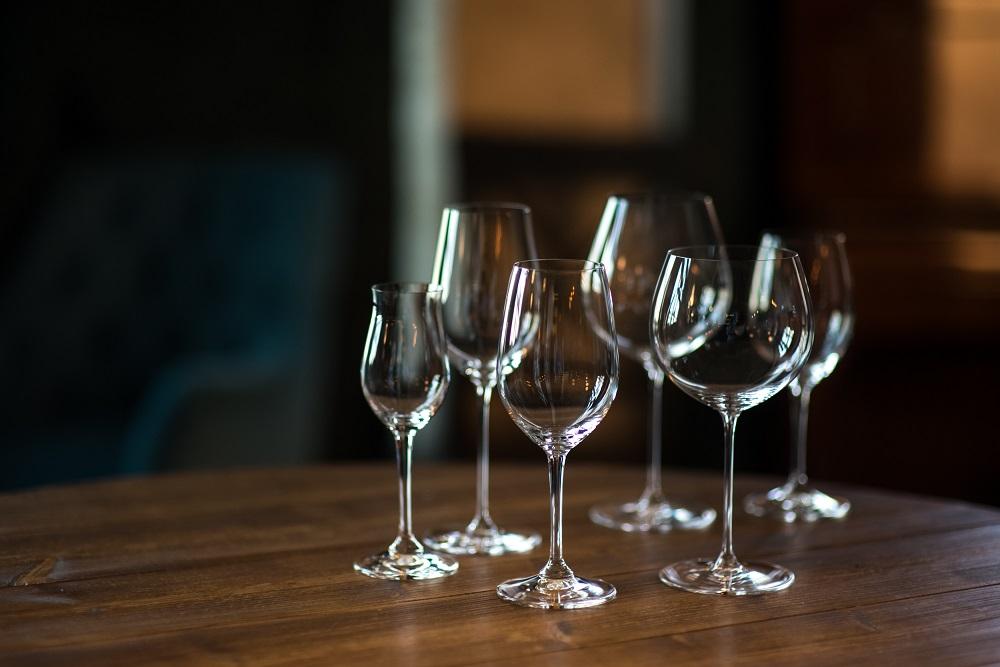 7861cdbcd Uma taça para cada vinho  conheça os diferentes tipos de taça