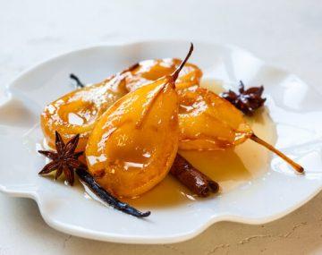 receita-peras-ao-vinho-especiarias-creme-anglaise