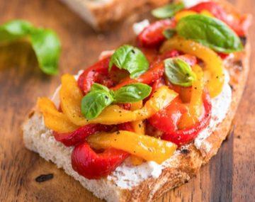 receita-bruschetta-siciliana-pimentao-vermelho-amarelo